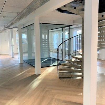 1. sal med trappe til 2. sal